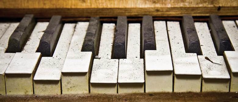 Hot Club de Kiwi: Dueling Pianos
