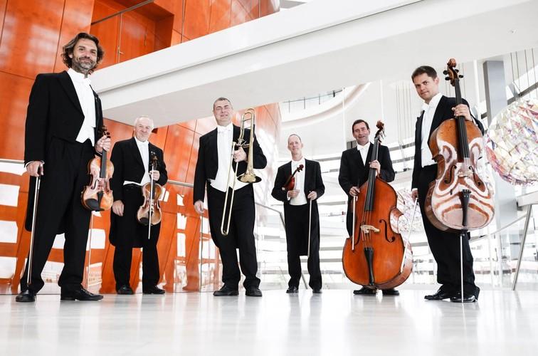 The Royal Danish String Quintet & Lars Hastrup
