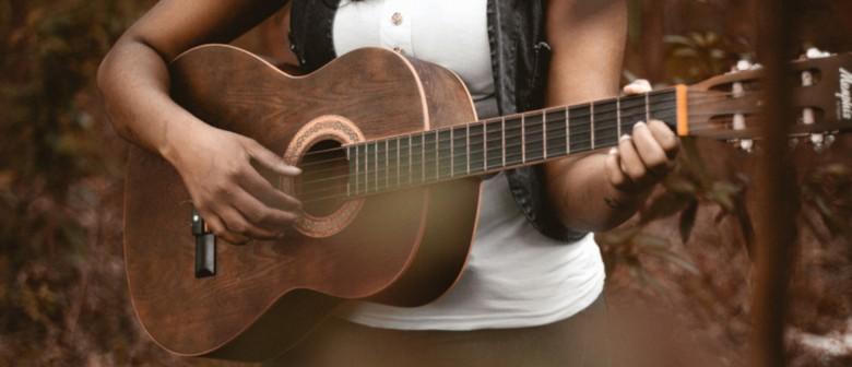 Festive Fun: Waiata Kirihimete - Carols and Guitar