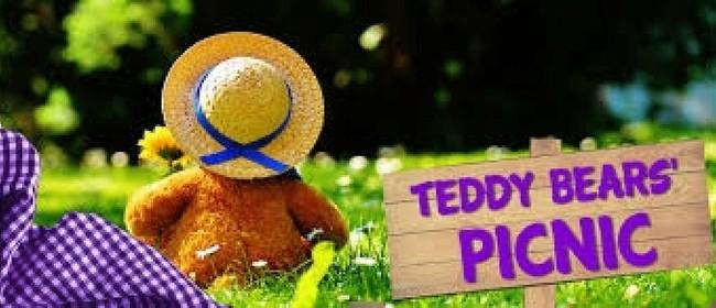MaLGRAS Rainbow Teddy Bears, Family & Friends Pride Picnic