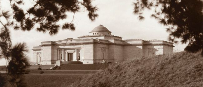 A History of Pukenamu Queen's Park Reserve