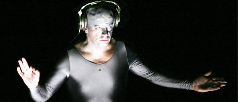 NZSM Hosts Nicholas Isherwood - The Electric Voice