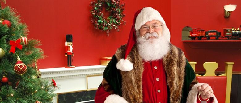 Christmas Comes to Animal Attic - Santa's Grotto