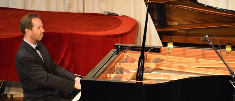 Piano on Tour - JF Robert