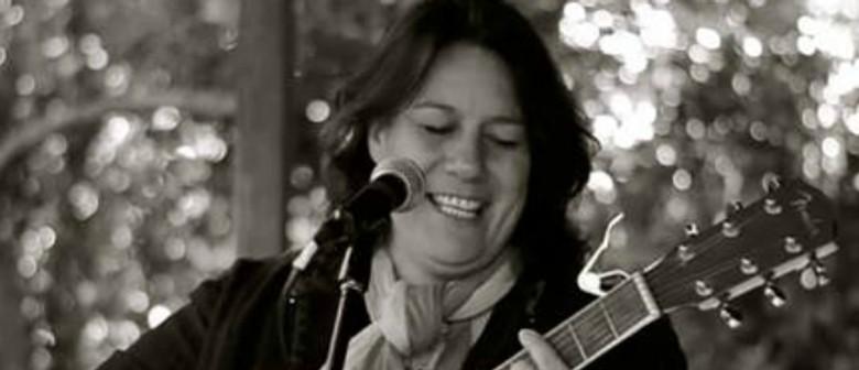 Lisa Tui Solo Acoustic - Smooth Sundays