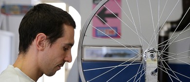 Contromano | Bike Repair Shop