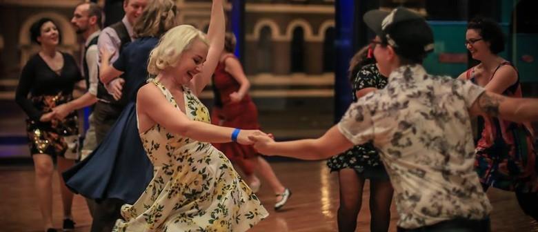 Beginner Lindy Hop (Swing) Dancing