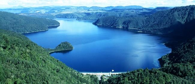 Lakes Lodge Wilderness Retreat Okataina