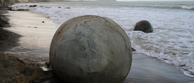 The Moeraki Boulders - Roadside Stories